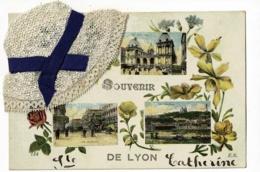 """Souvenir De Lyon, Multivues 4 Vues & Message Manuscrit """" Ste Catherine """" Collage Bonnet En Dentelle, Ruban Bleu - Pas Ci - Sainte-Catherine"""