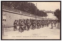 FREJUS  Sénégalais En Marche Rue De La Liberté - Frejus