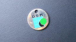 Jeton De Caddie D-B-M (métal) Vérandas Menuiserie Beaume Les Dames Au Verso - Other Collections