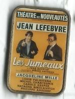 Affiche Théatre Des Nouveautés Pièce Les Jumeaux Avec Jean Lefebvre - Personaggi Celebri