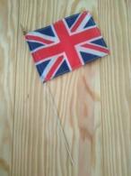 Angleterre/Royaume Uni Petit Drapeau Nylon 9 Cm X 13 Cm Tige Métal - Obj. 'Remember Of'