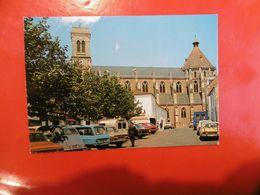 D 85 - Aizenay - L'église - Voiture - Aizenay