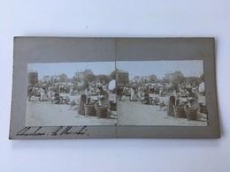 1880 1890 Rare Photo Très Animée Privée Carte Stéréoscopique Stéréo CHARLEROI Le Marché Robes à Tournure Ombrelles - Charleroi