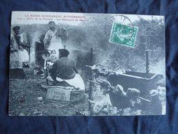 V/  CPA 50 LA BASSE NORMANDIE PITTORESQUE FOIRE DE LA PERNELLE LES ROTISSEURS DE MOUTON/CAISSE BOIS CHOCOLAT MENIER - Frankreich