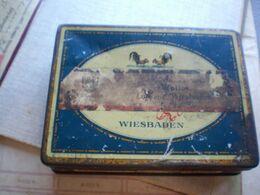 Old Tin Box Ed Laurents Le Khedive Wiesbaden 100 Cigarettes Watteau Gold - Boites à Tabac Vides
