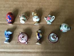 Rare Série Quasi-complète 9/10 Fèves Brillantes CÉRAMIQUES ROYALES Prime 2002 Vases & Pots Des Plus Grandes Faïenceries - Santons/Fèves