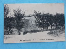 17 : PORT Des BARQUES , ILE MADAME , LE FORT Où Sont ENFERMES Les DISCIPLINAIRES,C.P.A.,en Bon état - Francia