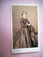 PHOTO CDV 19 EME MME LACHENAUD FEMME CHIC ROBE MODE  Cabinet PHOTOGRAPHIE DU CENTRE  A LIMOGES - Ancianas (antes De 1900)