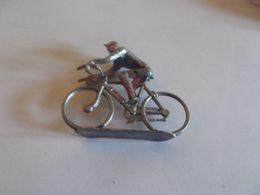 1 Cycliste Quiralu ?? A Repeindre - Quiralu