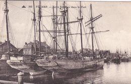76 FECAMP Terre Neuviers Dans Le Port ,bateaux De Pèche - Fécamp