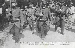 80)  AMIENS -  Officiers Allemands Faits Prisonniers à Amiens - Amiens