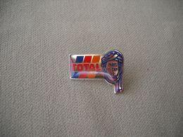 1803 PINS  Pin's     TOTAL  Rallye PARIS LE CAP  92 - Rally