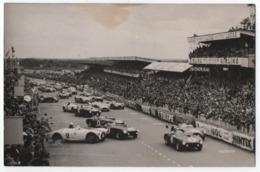 CARTE PHOTO PRUVOST : LES 24 HEURES DU MANS 1954 - JUSTE APRES LE DEPART- ECRITE 1954 - CACHET DU JOUR LE MANS -z R/V Z- - Le Mans