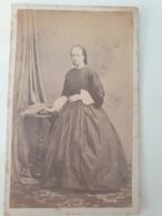 Cdv Ancienne Années 1800 Portrait D Une Femme - Anciennes (Av. 1900)