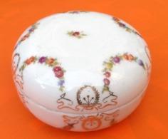 Bonbonnière Ancienne Porcelaine  Décor Floral Années 20  Diamètre : 110mm Hauteur : 60mm - Ceramics & Pottery