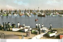 Photo Cpsm 17 ILE D'OLERON. Barques De Pêcheurs Au Port De La Cotinière 1961 - Ile D'Oléron