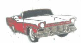 Automobile Véhicule Ancien Ford Fairlane 1957 - Pin's & Anstecknadeln