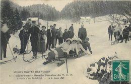 CPA 88 Vosges Gerardmer Sports D'Hiver Des Vosges Grande Semaine Du T.C.F. Arrivée D'un Bobsleigh - Luge - Ski - Gerardmer