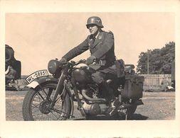 PHOTO 9 X 7-MOTO-MOCYCLETTE-Motorrad-Guerre-39/45 Krieg Soldaten-Soldat-Uniforme Casque WW2-Deutschland-Reich- Foto - Vehicles