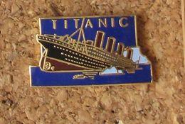 Pin's Titanic Signé Démons Et Merveilles - Marques