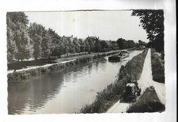 51 - AY ( Marne ) - Halage De Péniche Sur Le Canal. Péniche Tirée Par Tracteur Automobile - Ay En Champagne