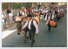 MOURIES - La Provnce - Les Tambourinaires De La Vallée Des Baux ( A Droite Le Doyen Marius Comba  (2O32 ASO) - Autres Communes