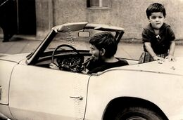 Grande Photo Originale Père & Fils En Triumph Spitfire MK3 Cabriolet & Cigare Vers 1960/70 - V. Dams Wuppertal-Elberfeld - Automobili
