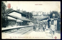 Cpa Du 75 Paris 20 ème La Gare De Ménilmontant En Attendant Le Train   ...   AVR20-177 - Paris (20)