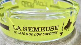 CENDRIER EN VERRE LA SEMEUSE LE CAFE QUE L'ON SAVOURE CAP NORD ICE COOL CAFE - Asbakken
