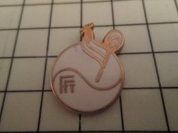 619 Pin's Pins / Beau Et Rare / THEME : SPORTS / TENNIS FFT FEDERATION Doré à L'or Fin Par BALLARD - Tennis