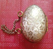 Portacoroncina Antico Ad Uovo Con Decorazioni Floreali 3,5 X 2,8 Cm (16) - Autres Collections
