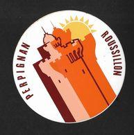 Perpignan Roussillon / Sticker écusson Adhésif Autocollant - Autocollants