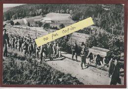 PHOTO - LE STRUTHOF. 67 - Prisonniers Rentrant Du Travail Au Camp De Concentration Allemand - Retirage En 15/10 Cm - Gefängnis & Insassen