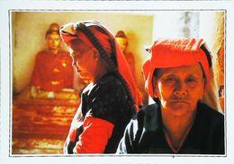 Birmanie Rangoon Femme Padaung En Prière  Années   80s - Postales