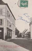 G10- 12) SAINTE GENEVIEVE (AVEYRON) AVENUE DE LACALM - (ANIMEE - PERSONNAGES) - Francia