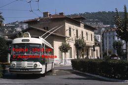 Reproduction Photographie D'un Trolley Bus Berliet-Vétra Ligne 7 Gambetta Quittant La Gare Nice-Riquier à Nice En 1966 - Reproducciones