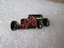 PIN'S      FORMULE 1  FERRARI - Ferrari