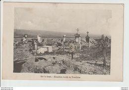C.P.A  De 14-18  :  SUR LE FRONT  --  CIMETIERE BORDE DE TRANCHEES - Guerra 1914-18