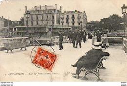 D33  ARCACHON  Sur La Jetée  ..... - Arcachon