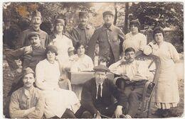 Militaria - Militaire : Carte Photo. : Soldats Prisonniers Et Infirmières  : à Identifier : - Guerre 1914-18