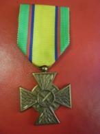 MEDAILLE Militaire De Bronze Du MERITE CONFEDERAL Du SOUS OFICIER FRANCAIS - UNION PATRIE HONNEUR SOLIDARITE - Frankrijk