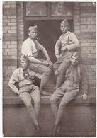 Militaria - Militaire : Carte Photo. : Quatre Soldats Fumeurs En Pose : Régiment à Identifier : - War 1914-18