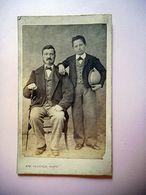 PHOTO CDV 19 EME HOMME TYPIQUE SON FILS  ET SA CANNE  MODE  Cabinet FAUCHER  A LIMOGES - Ancianas (antes De 1900)