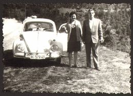 Old Car VW Beetle Man And Woman Old Photo 9x6 Cm #29211 - Automobili
