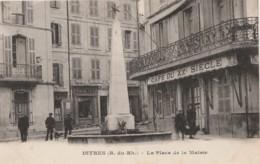 U9-13) ISTRES - LA  PLACE DE LA MAIRIE - (ANIMEE - CAFÉ DU XX° SIÈCLE - 2 SCANS) - Istres