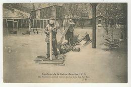 75 - Paris - Inondations 1910  -  Un Radeau Improvisé Dans Un Jardin De La Rue Van Loo - La Crecida Del Sena De 1910