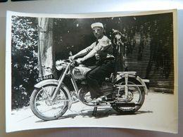 PHOTO  MOTO  MONET GOYON      JUIN 1952 - Sports