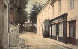 33 - Lesparre - Place Du Tribunal Et Rue Du Tribunal (colorisée Toilée) (Librairie Papeterie Bret) (Le Reveil Médocain) - Lesparre Medoc