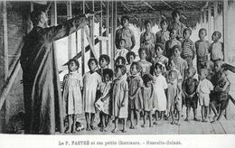 OCEANIE - PAPOUSIE/NOUVELLE GUINEE < LE PERE PASTRE ET SES PETITS CHANTEURS - Papua-Neuguinea