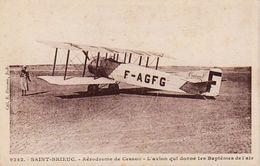 S30-004 Saint Brieuc - Aérodrome De Cesson - L'avion Qui Donne Les Baptêmes De L'air - Saint-Brieuc
